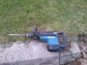 Nearealus pagalbininkas dauzant betona!