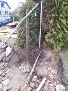 ibetonuotas vartu stulpas
